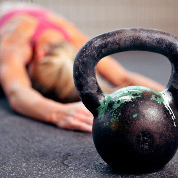 Kettlebells, qué son y qué ejercicios realizar con ellas